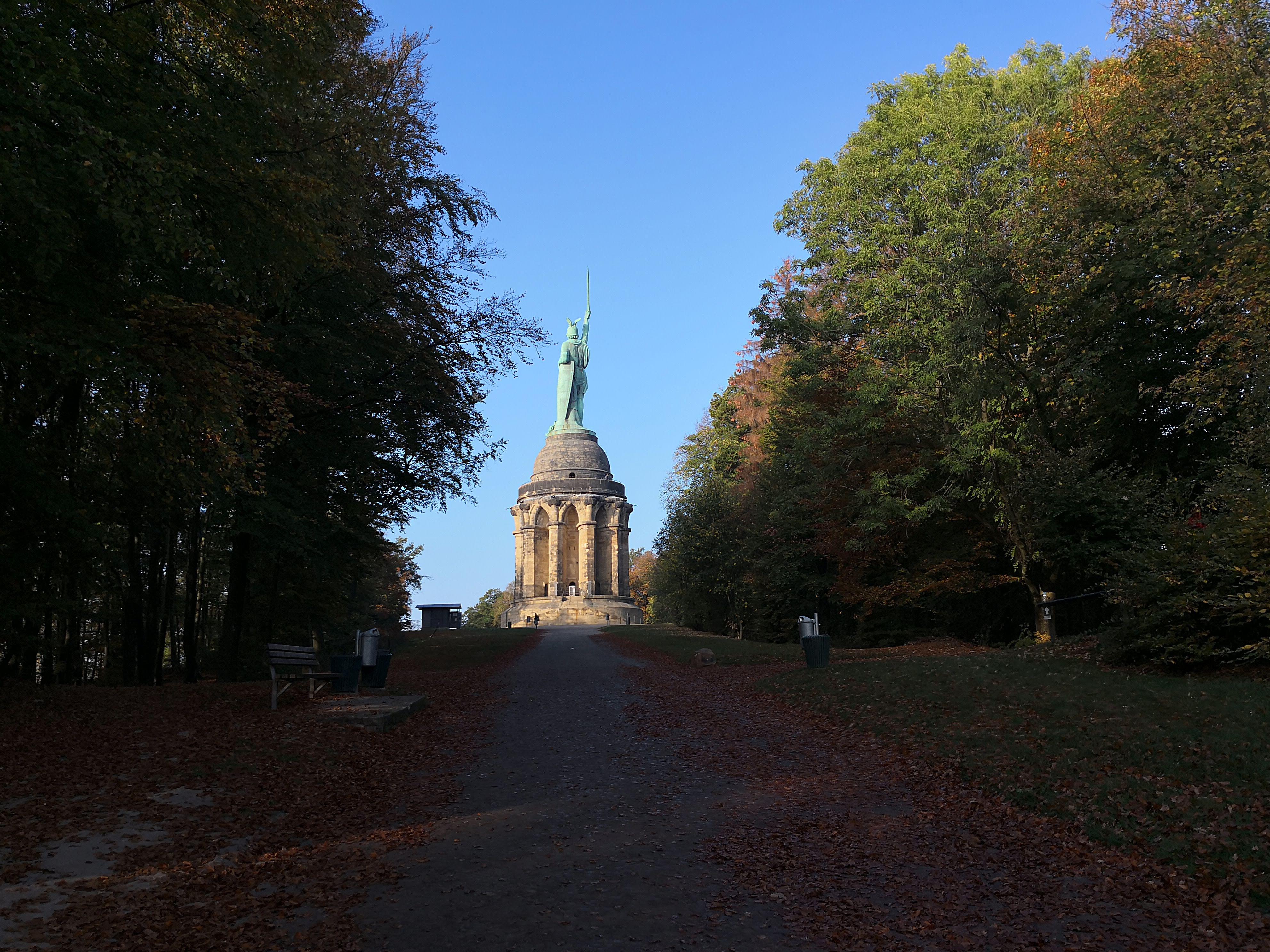 Wanderung auf den Spuren des Hermannslaufes vom Hermannsdenkmal zur Sparrenburg